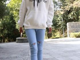 街拍:即使身材微胖的姑娘,也可以试试牛仔短裤,各有各的美!