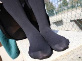 夏天穿黑丝袜真的很热吗?黑丝袜是不是吸热厉害