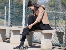 舔老师的丝袜脚的经历让我终身难忘,现在看到老师都特