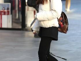 街拍中国之家:天寒地冻当中的高筒靴美女