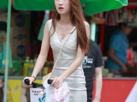 气质靓女的这条超短包臀裙差点就看到袜档了【1P】