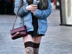 小立,我穿丝袜的样子好看吗?那一刻,美腿惊呆了