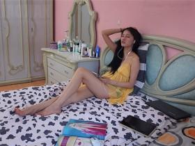 [丝袜女神]气质美女艾米的肉色丝袜美腿