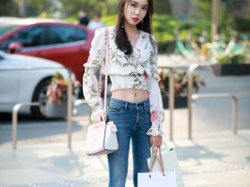 杭州街拍美女: 穿上这一件连衣裙, 让你在花的海洋里翱翔