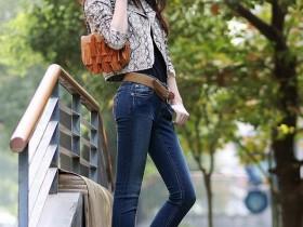 街拍紧身牛仔裤 潮范儿十足的牛仔裤 时髦又有女人味