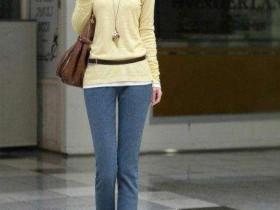 街拍美女: 在大街上看到这么漂亮的美女, 你会回头多看几眼吗