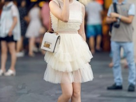 街拍美女: 穿对一件连衣裙, 让你横扫初秋, 穿出优雅女神范!
