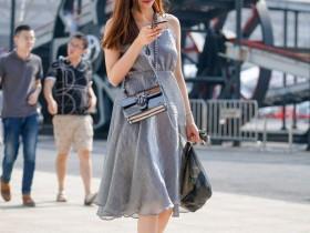 街拍美女:这位美女穿着一条曼妙的纱裙,既浪漫又有少女气息!