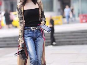街拍美女:最美人间九月天,出来踏秋超短裤小姐姐,个个如此动人