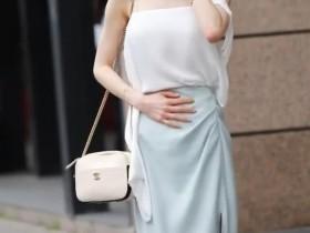 街拍美女:小姐姐蕾丝风格套装,修身显身材,看着腿长高挑动人
