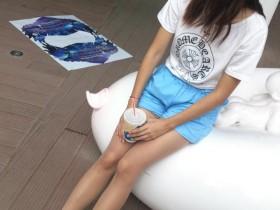 高跟鞋配丝袜可以说是众多美女的日常打扮了