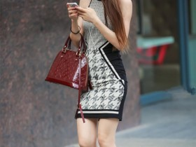 街拍: 黄花大闺女穿包臀裙出门, 网友说臀围不对啊!