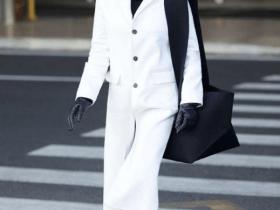 街拍丝袜: 在机场的黑与白, 这些时尚女神都很自信呀!