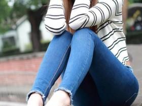 摄影:姑娘好节约,裤子都破成这样了。