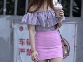 街拍: 小姐姐粉色紧身裙太紧, 这痕迹都出来了
