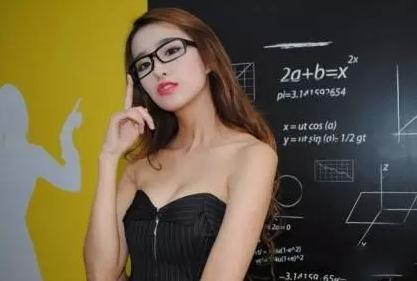 白天她是高冷的老师,夜晚居然有只有不为人知的一面……极品美女教师