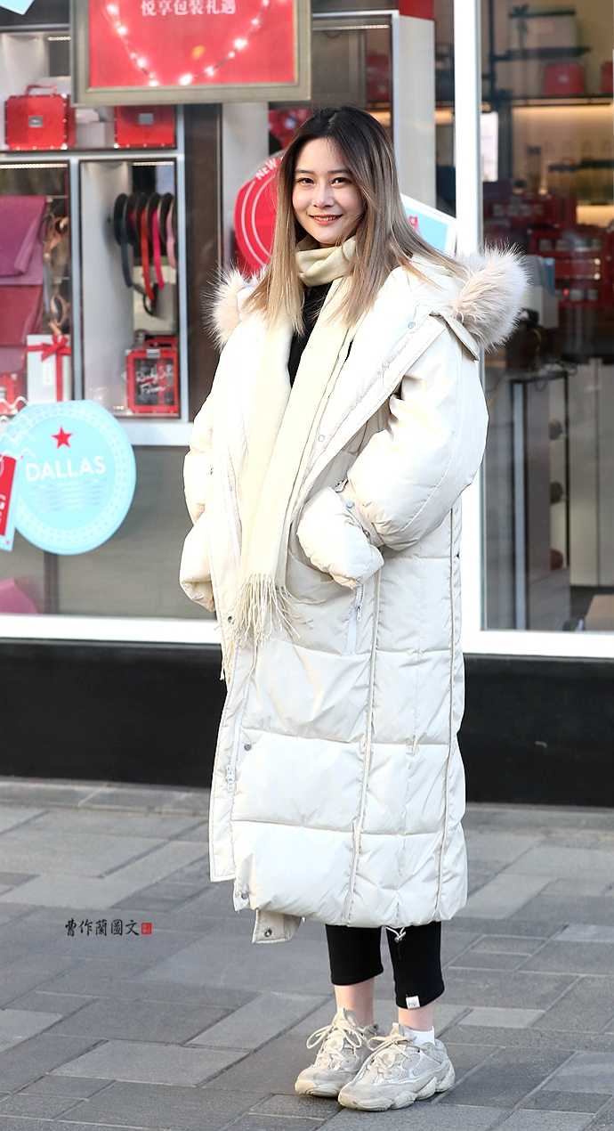 3A街拍:披着棉被去逛街——极寒中的羽绒服美女
