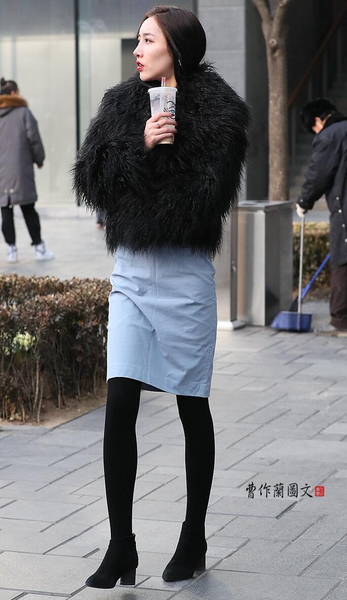 黑丝是透肉的 不透肉不算黑丝搭配运动鞋还是高跟鞋