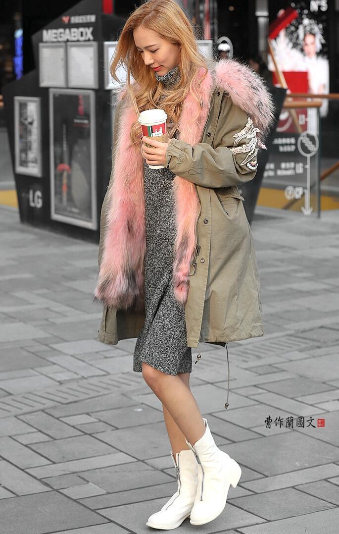 质美丝街拍:深秋时节依然裸露玉腿的美女
