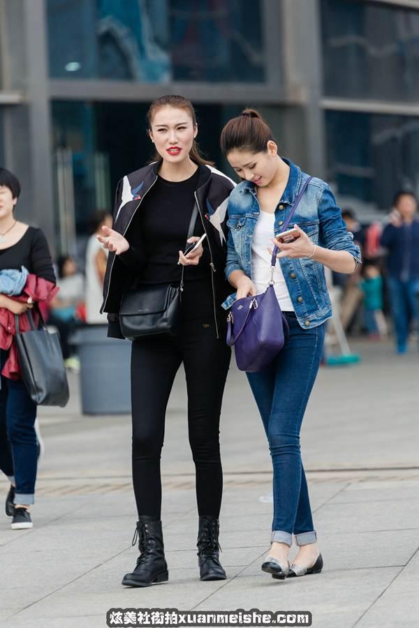 久久图库街拍:凸显好身材的短款羽绒服美女