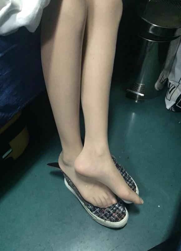 春运的列车高铁火车卧铺上拍到的丝袜脚