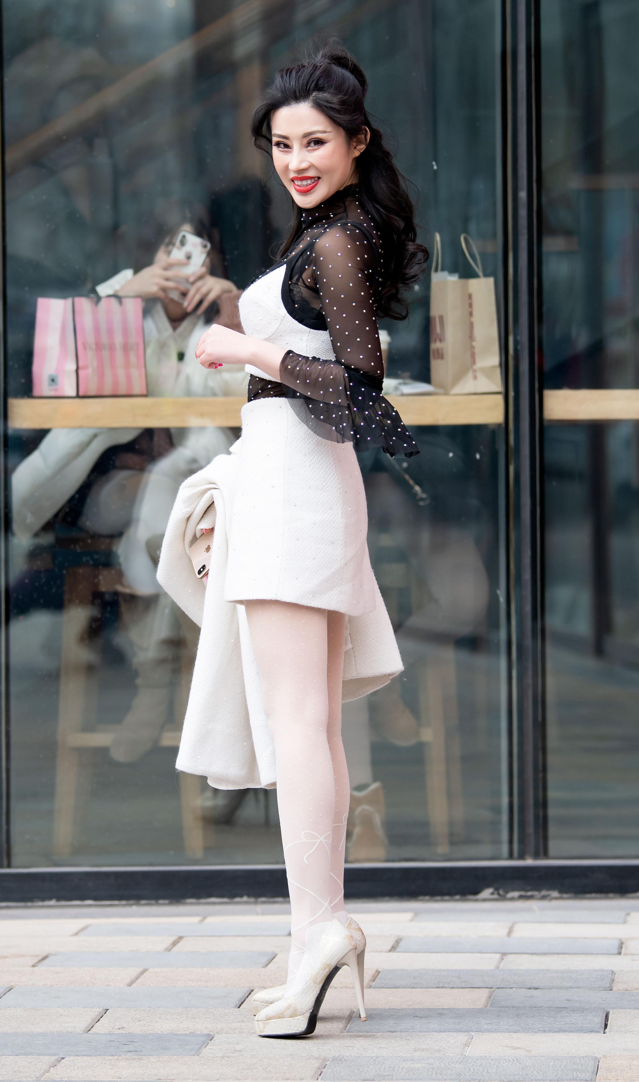 街拍第一站:时尚高跟鞋,造型优美,气质优雅