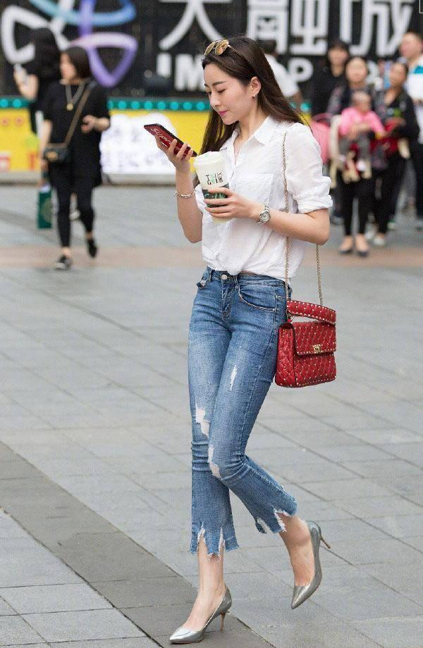 尖头高跟鞋的时尚气质,搭配后可轻松提升女性的魅力价值