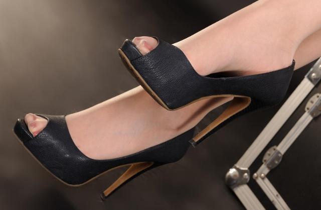 今年火的是这双美鞋!舒服又美貌!赶紧把小白鞋、细高跟收起来,