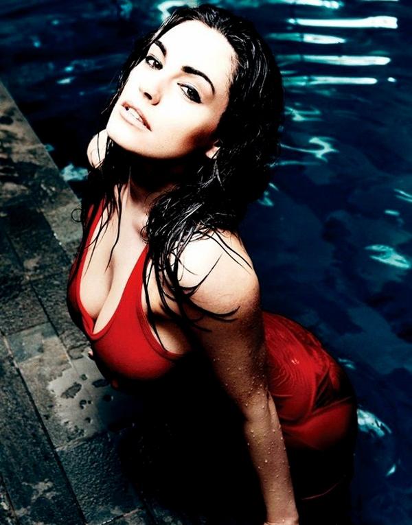 英国第一美女、超模凯莉-布鲁克豪放全裸秀背后春光,