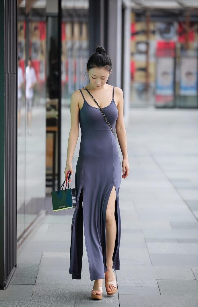 3a街拍美女: 花团锦簇连衣裙, 高颜值小姐姐, 就是任性